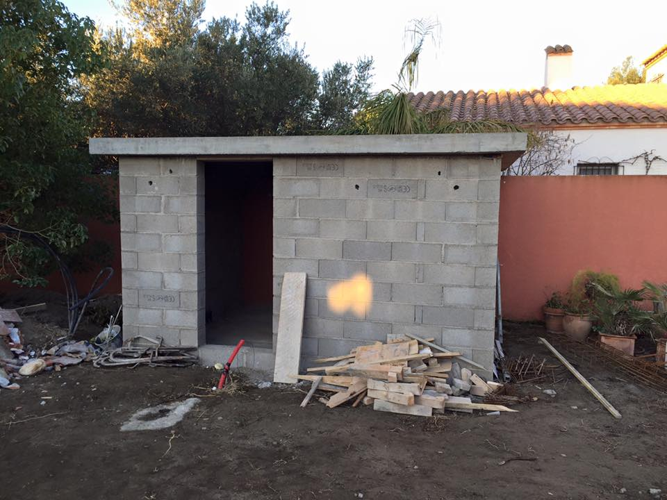 Construction en cours local piscine